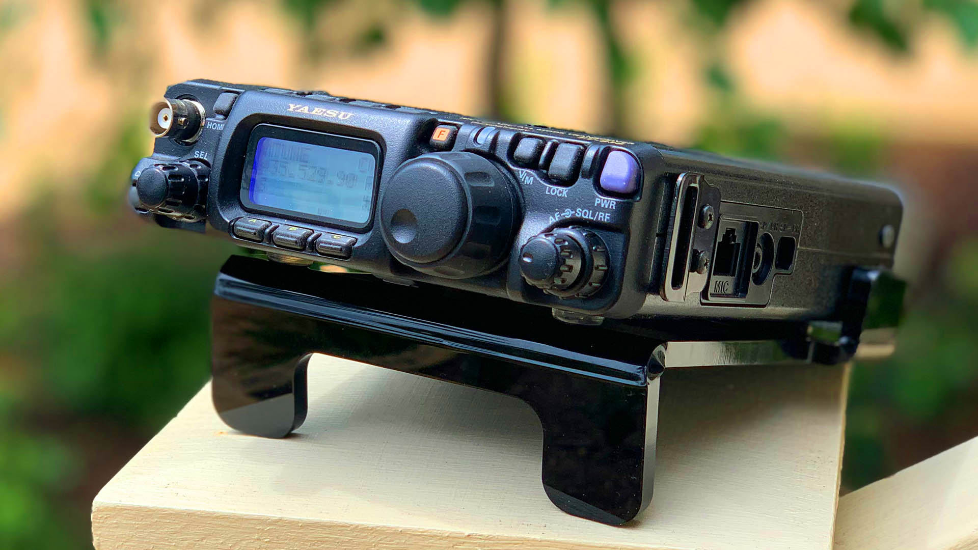 Picture of Yaesu FT-818 on stand