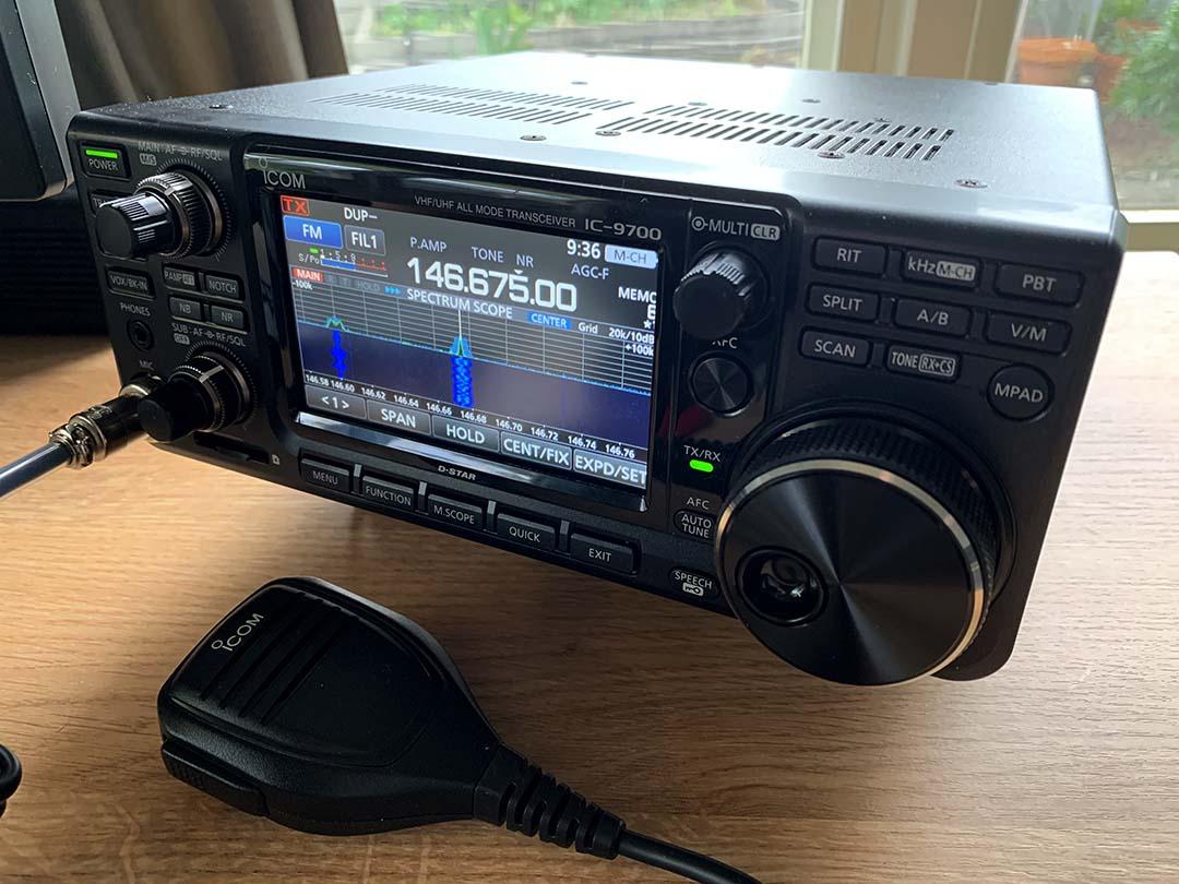 3FS Icom IC9-700 in situ
